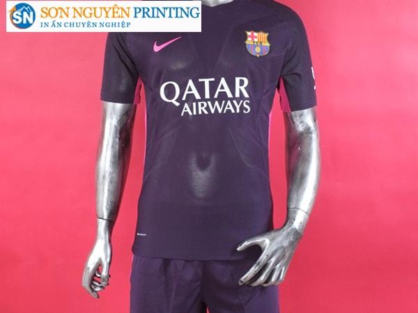 Áo bóng đá có thể được làm từ nhiều chất liệu